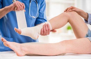 bong gan - 16 mẹo hay trị bong gân hiệu quả bạn nên biết - duoclieuvasuckhoe.com